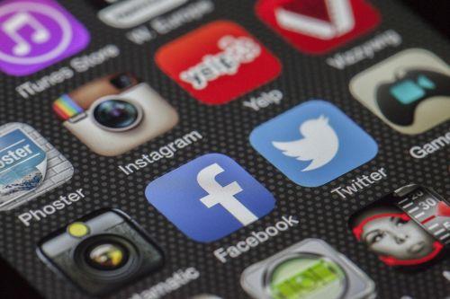 postari social media